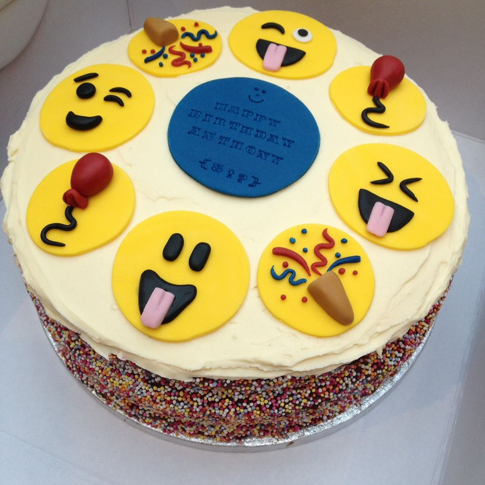 Emoji cake car interior design for Decoration emoji